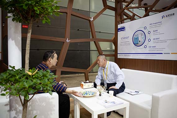 2. The Chairman of Starget Rrefrigerant talks to our customer